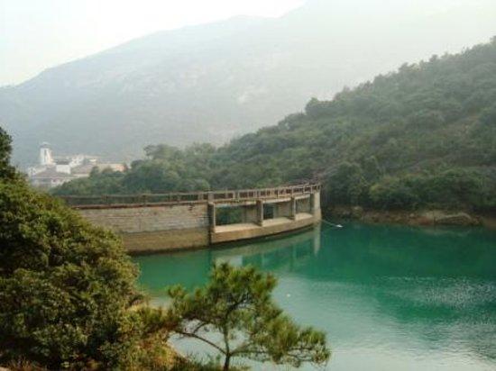 Yaoxi Scenic Resort of Wenzhou : Yaoxi valley with Wenzhou Yaoxi Dynasty Hotel views