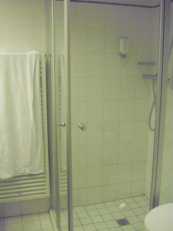 Upstalsboom Hotel Friedrichshain: Ducha