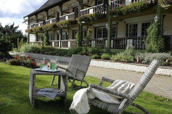 Hostellerie La Cheneaudiere - Relais & Chateaux: Les terrasses des chambres