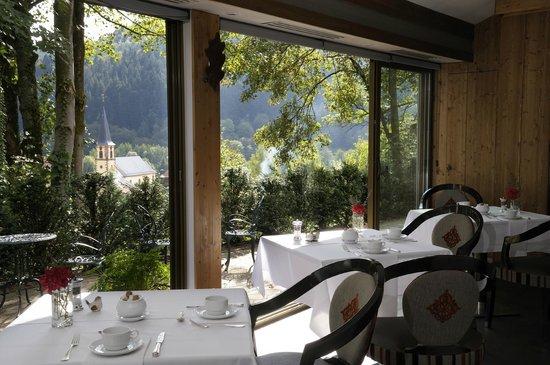 Hostellerie La Cheneaudiere - Relais & Chateaux: Vue de la salle des petits déjeuner
