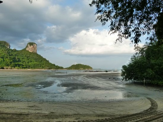 Rayavadee Resort: Nammao Beach (arrivée à marée basse)