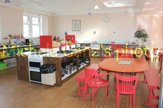 Portree Independent Hostel: cucina sala ristorazione