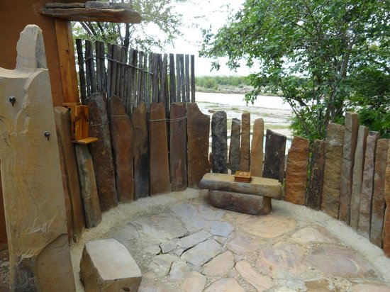 Azura Selous Game Reserve: outdoor shower