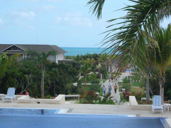 Royalton Cayo Santa Maria: view from Royalton lobby towards beach