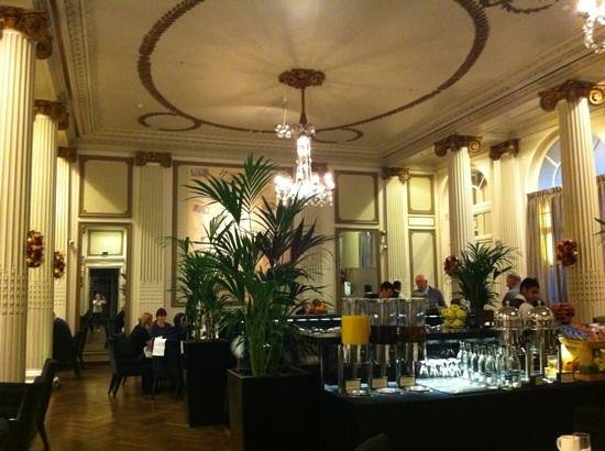 The Waldorf Hilton London : beautiful Palm Court for breakfast