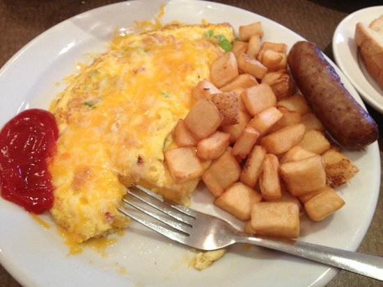Wyndham Garden Wichita Downtown: Fantastically fresh, cheezy omelette, best hotel breakfast ever!