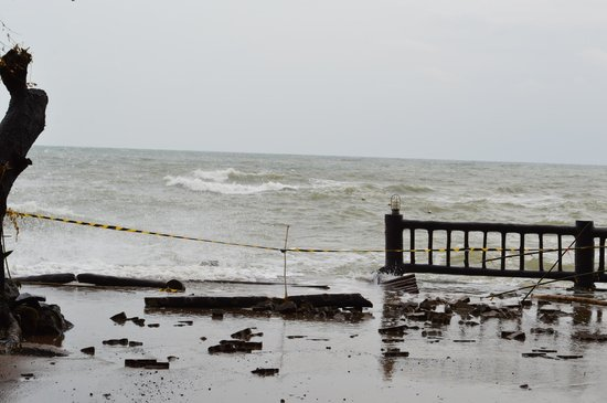 The Regent Cha Am Beach Resort: Damaged property due to high tide