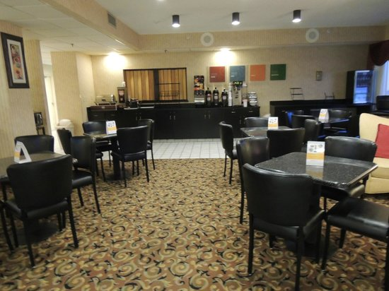 Quality Inn: Dining/Food Area