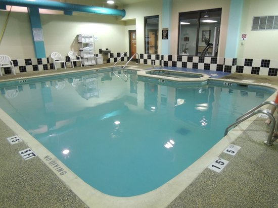 Quality Inn: Heated Pool Area