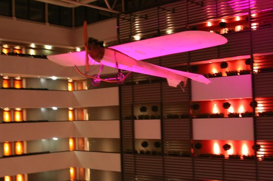 Sofitel Budapest Chain Bridge: Aeroplano do Hall