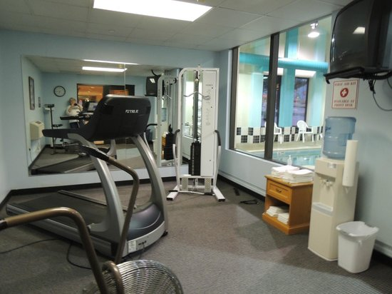 Quality Inn: Gym area