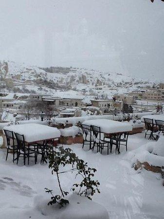 SOS Cave Hotel: varanda do café da manhã ( não no inverno...)
