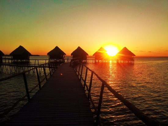Flamingo Bay Water Lodge: beautiful sunsets
