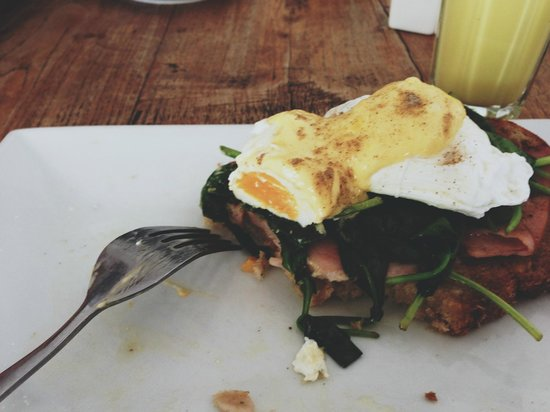 Emu Point Cafe: Dissected view of our breakfast