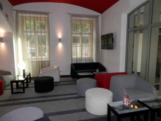 레드 앤드 블루 디자인 호텔 프라하 사진