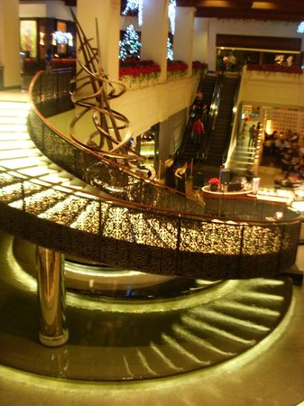 Sofitel Philippine Plaza Manila: Spiral Restaurant