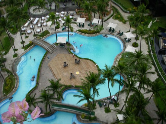 Sofitel Philippine Plaza Manila: View of the pool