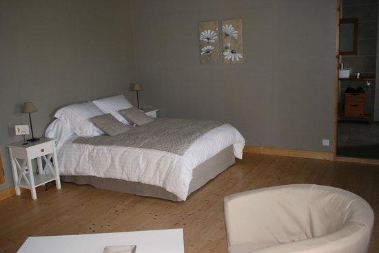 Ferme-manoir de Cacharat : chambre lin