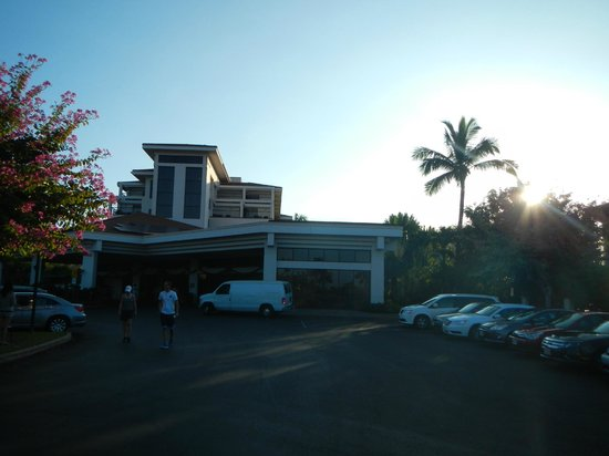 Maui Coast Hotel: Entrance view