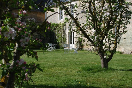 Ferme-manoir de Cacharat : jardin