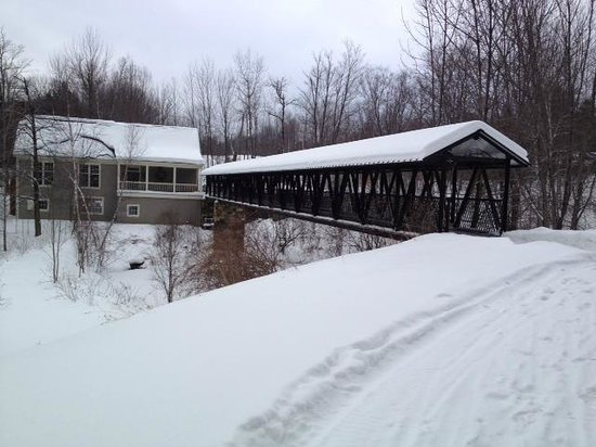 Twin Farms: Covered Bridge Leading to Pub