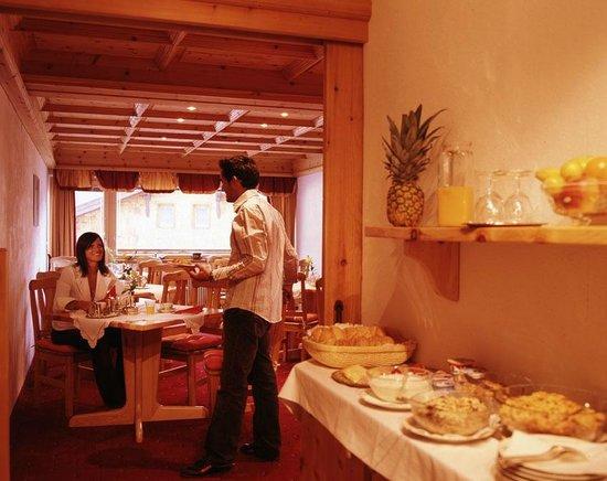 Hotel Garni Ernst Falch: Frühstück