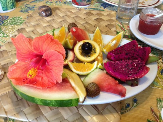 "Pomaika'i ""Lucky"" Farm B&B: Colorful and Delicious Fruits for breakfast!!"
