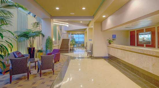 Beach Quarters Resort: Lobby