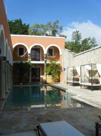هوتل هاسيندا ميريدا: courtyard 