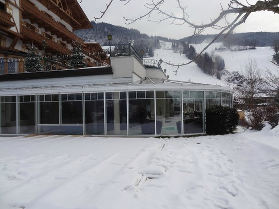 Hotel Oberforsthof: View of pool conservatory from hotel grounds