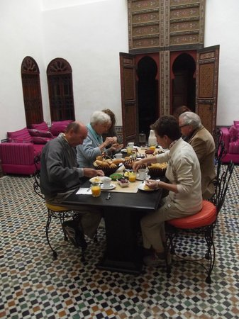 Dar Iman: eating in the downstairs courtyard