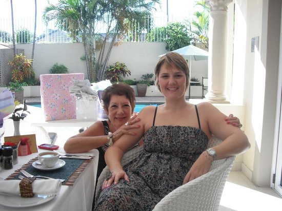 Forest Manor Boutique Guest House: Birthday breakfast on the patio overlooking the pool.