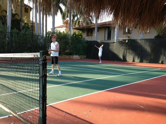 Villa del Sol Resort: Tennis courts
