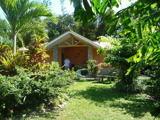 Casa Mariposa: Les 2 chambres séparées par un patio au fond du jardin