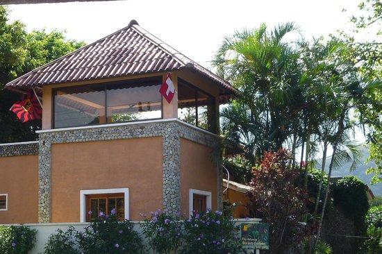 Casa Mariposa: La terrasse de toit vue de la rue