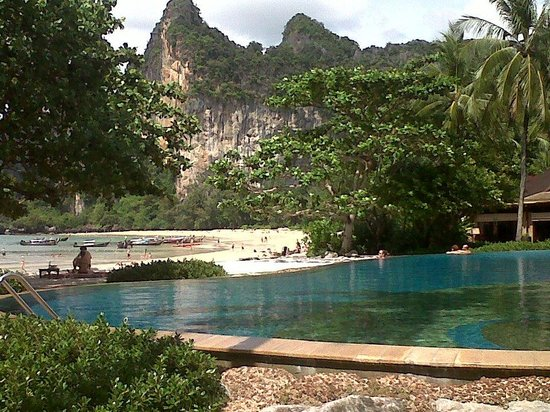 โรงแรมรายาวดี: View from the pool of one of the beaches