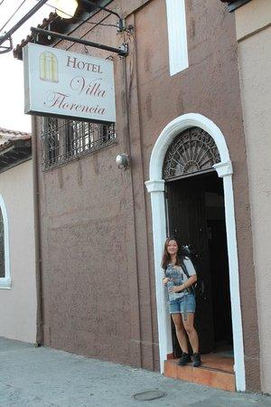 Hotel Villa Florencia Centro: The entrance