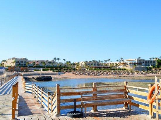 Cleopatra Luxury Resort Sharm El Sheikh:                   Вид с пирса во время отлива
