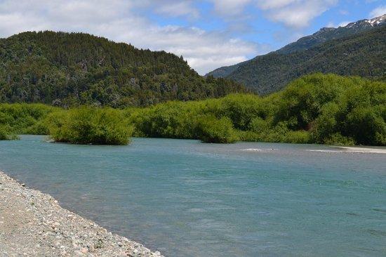 Cabañas Puelo Ranch: Rio Azul