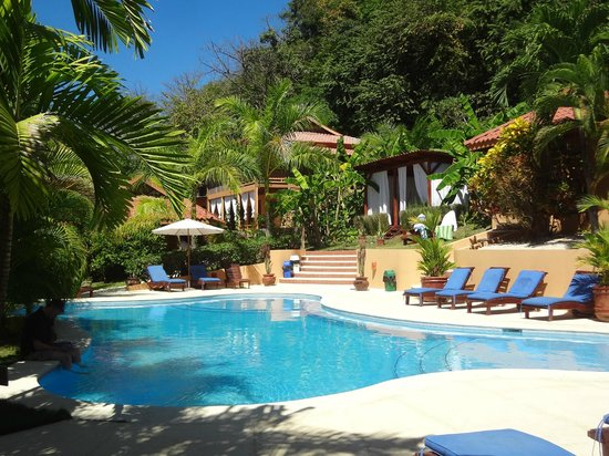 Hotel Ritmo Tropical: Photo of the pool and surrounding cabinas