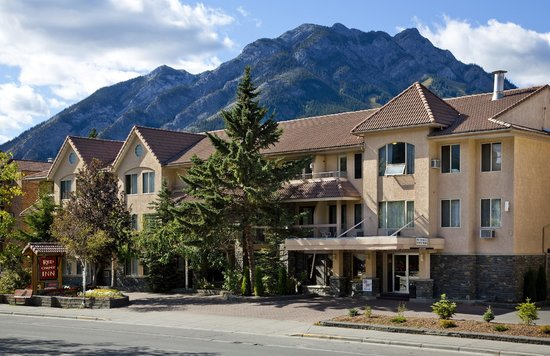 The Red Carpet Inn- Norquay Mountain looming