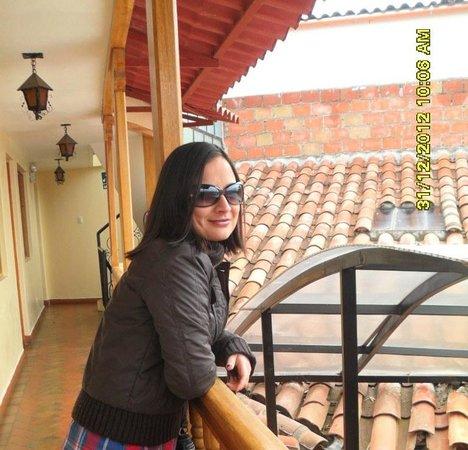 Apu Huascaran Hostal - Cusco: En el corredor del tercer piso.