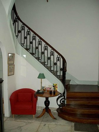 Brussels Guesthouse: our central stairs