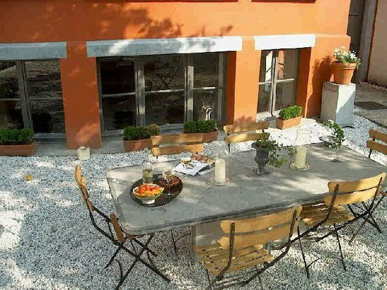 Brussels Guesthouse: a breakfast in the garden