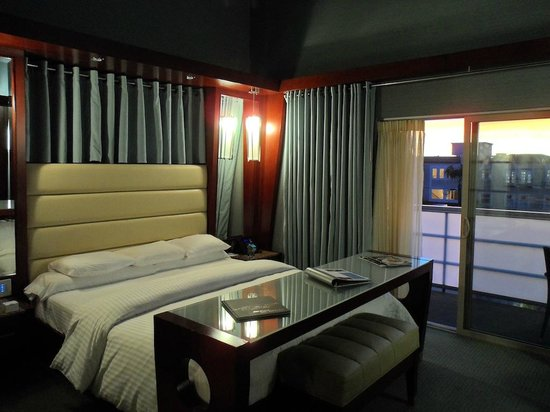 Shade Hotel: Nice good size comfortable bed