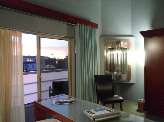 Shade Hotel: Room on 2nd floor with nice sunsets