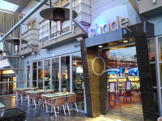 شايد هوتل: The hotel lobby bar/restaurant outdoor area