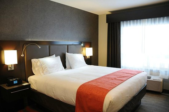 Holiday Inn Express Hotel & Suites Bonnyville: One King Bed