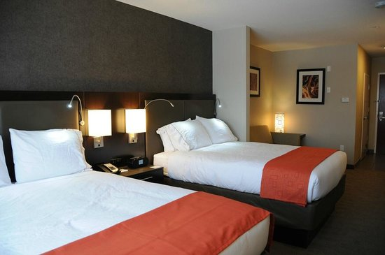 Holiday Inn Express Hotel & Suites Bonnyville: Two Queen Suite