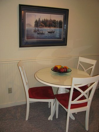 North Shore Inn: DINING AREA 2BD 2BA